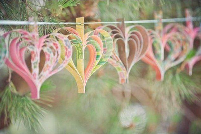 faire des guirlandes et ornements en papier pour décorer le jardin