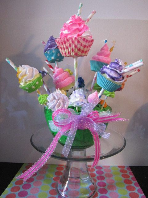 Fake Cupcake Bouquet: Cakes Ideas, Cupcakes Bouquets, Land Wonderland, Bouquets Candy, Cakes Recipes, Fake Cupcakes, Candy Land Cupcakes, Milkshakes Cupcakes, Bouquets Centerpiece