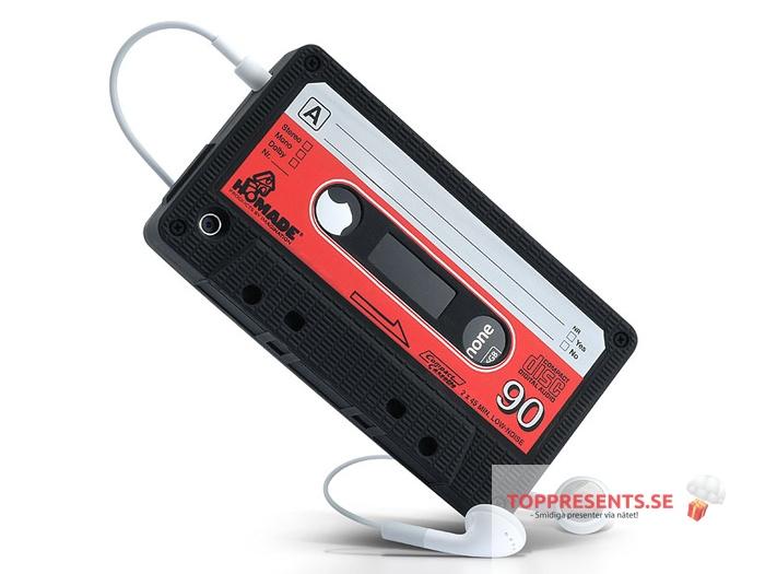 """iPhone 5 Fodral Retro Kassettband     Nu kan du återuppleva dagar innan cd och nedladdningar med """"Retro Cassette"""" iPhone skal! Fodralet hjälper dig att skydda din telefon från repor och droppar. Du trär enkelt fodralet på din iPhone som är gjort i greppvänlig silikon.    TopPresents.se - smidiga presenter via nätet!. Click on the image to see more!"""