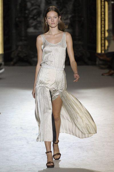 Stella McCartney at Paris Fashion Week Spring 2011 - Runway Photos