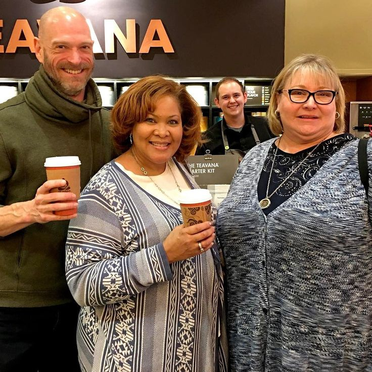 A great lunchtime treat with amazing friends. Wonderful to get to catch-up here in the Windy City. Time to get back to work... TGIF  #pin #friends #teavana #il #chicago #illinois #tea #teatime