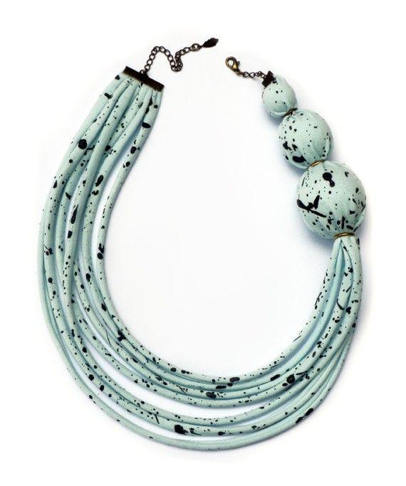 """Asymmetrical Fabric Necklace - Speckled Seafoam"" - knobbly #t_shirts_yarn #trapillo #fettuccia"