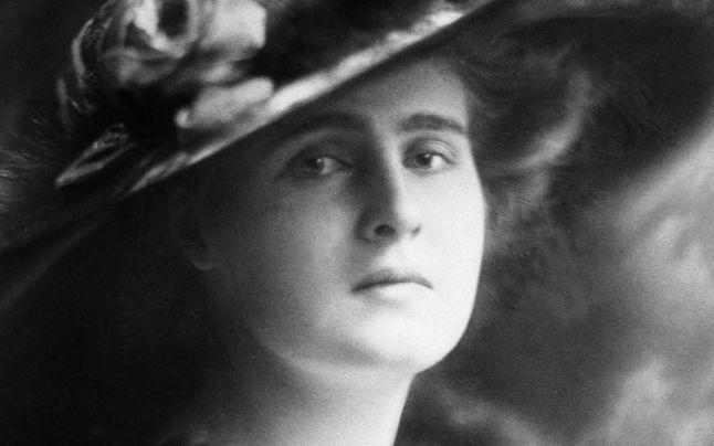 Prinţii şi prinţesele României, ep. 2: Elisabeta, o prinţesă  nefericită, fără prieteni şi fără noroc. A refuzat să mai fie regină a Greciei şi s-a mutat la ţară