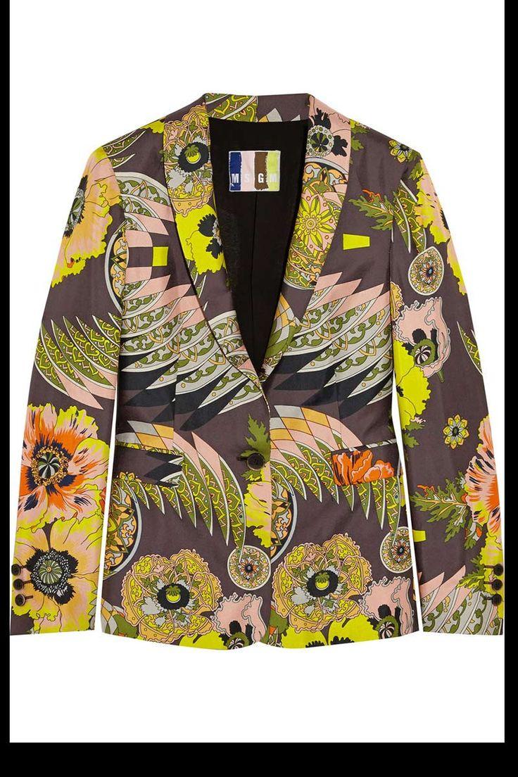 Un blazer de flores: Una camiseta gris y unas bailarinas. Un look excesivamente sencillo ¿verdad? Ahora prueba a ponerte un blazer de estampado atrevido pero con clase.