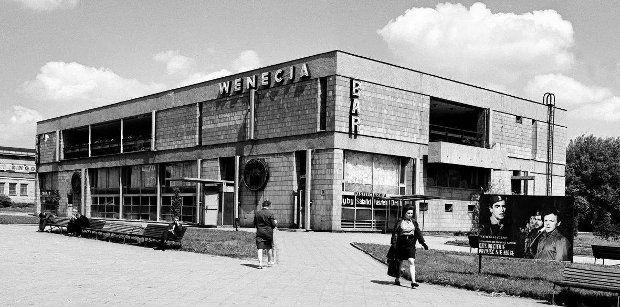 """Bar Wenecja, al. """"Solidarności"""" 128 (dawniej al. Świerczewskiego)"""