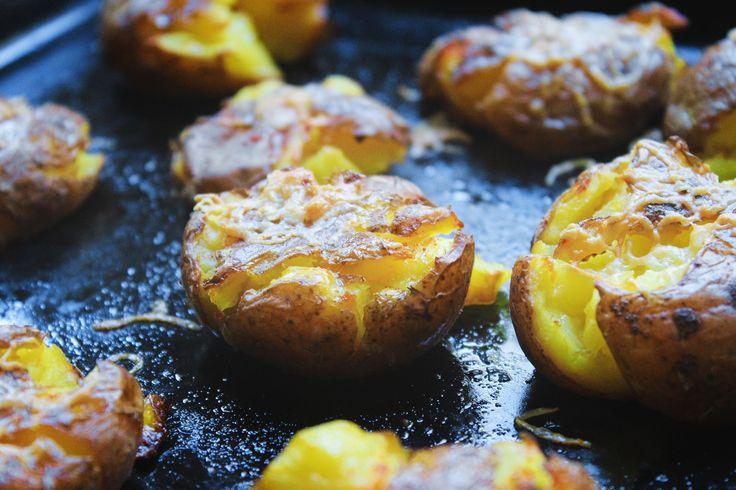 tłuczone młode ziemniaki zapiekane z parmezanem