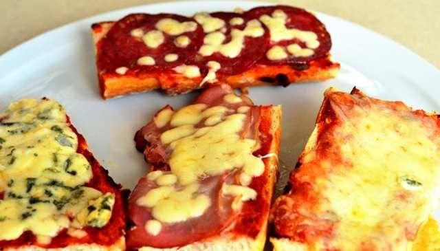 pizza în baghetă. french pizza - http://www.dorianradu.ro/recipes/french-pizza/