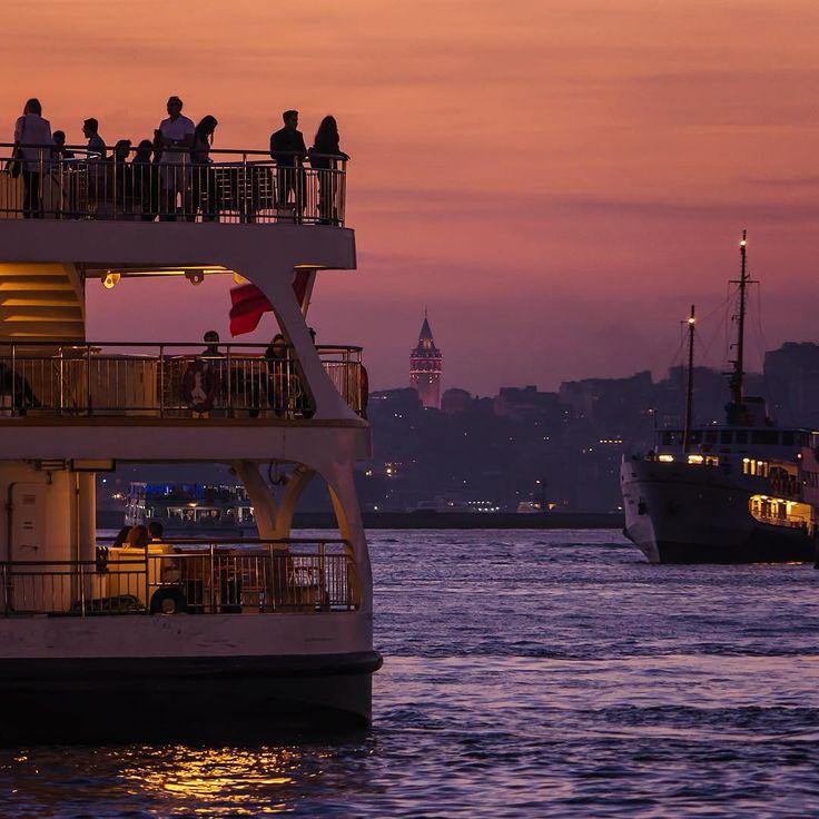 İstanbul'da gün batımları pahabiçilemez❤️ Kadıköy Rıhtım'dan Galata Kulesi'nin görünüşü ~~ sunset in Istanbul // photo by ilkin karacan karakuş (@ilkinkaracan) #sunset #galatatower #istanbul