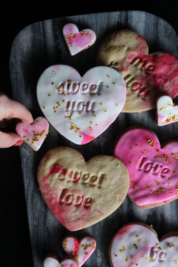 Poppytalk: Bake | Sweetheart Marble Fondant Cookies