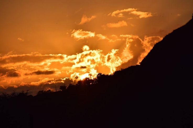 #tramonto #sunset #instaphoto #nofilter #arancione #orange #mountain #followme #likes #nature #paesaggio #landscape #shades #sun #sole  #montagna #madonie #sicily #sicilia #clouds #nuvole #sky #wonderful #relax #trees #nature #naturelovers #light