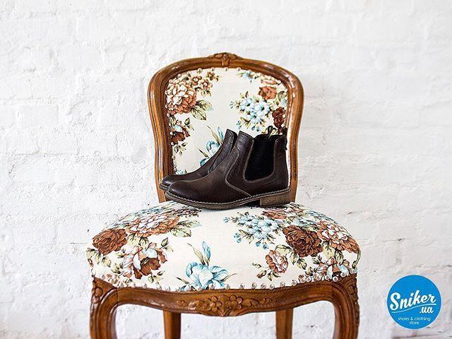За окном ещё жаркое лето, а мы вовсю готовим для Вас коллекцию осень/зима 2017 #handysshoes ✌🏻️ Женские ботинки челси Handys. Сделано вручную из натуральных материалов. Идеальный вариант на осень🍂 Made in KIEV!  ТЦ Ocean Plaza (2 этаж)  ТЦ Sky Mall (1 этаж) Handys.com.ua  380931333348  380981333348  #ботинки #обувь #осень #Chelsea #shoes #leathershoes #boots #madeinkievhandysshoes