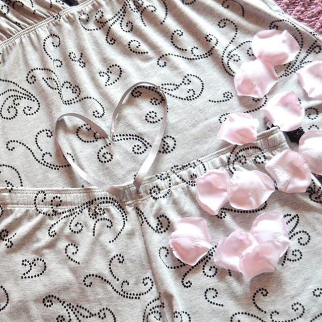 Pijama lencero ideal para una noche de viernes  #lovemassana #pijama #friday #summermassana #homewear #fashion #clothes #fridaynight #sleep #bed  #dream #instapic #picoftheday #instagood #instalike