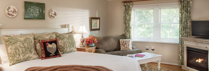 The luxurious guest rooms at our Chattanooga bed and breakfast on Lookout Mountain offer private bathrooms, wireless internet, flat screen TV & more.