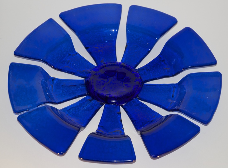 MAGLOVA fused glass plate from recycled bottles - http://members.ziggo.nl/maglova/