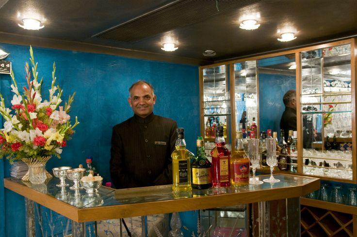 Die Bar im Sheesh Mahal Restaurant: Ihre Speisen können Sie zu erlesenen Weinen und einer Auswahl an internationalen Spirituosen genießen