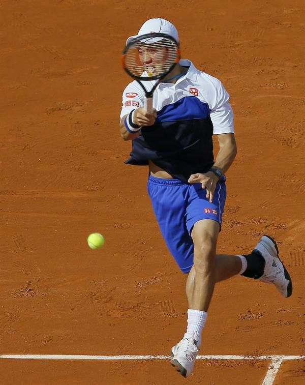 . Paris (France), 24/05/2015.- Kei Nishikori of Japan in action against Paul-Henri Mathieu of France during their first round match for the French Open tennis tournament at Roland Garros in Paris, France, 24 May 2015. (Tenis, Francia, Japón) EFE/EPA/ROBERT GHEMENT | Lo último del deporte - Yahoo Deportes