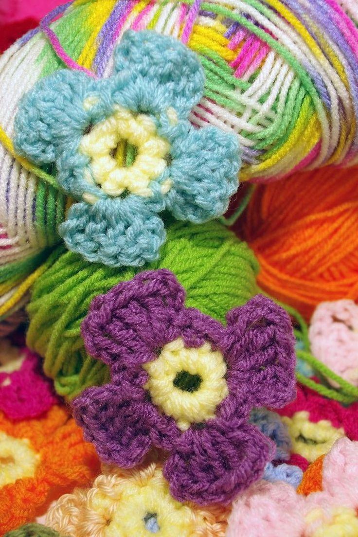637 best floral fun knit crochet images on pinterest make a crochet flower a super simple pattern bankloansurffo Images
