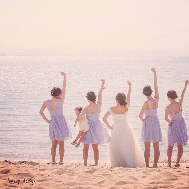 #ブライズメイド ビーチでロケーション撮影! ご友人にもブライズメイドとして参加して頂いて、 海に向かって えいえいおーーー!!笑 #結婚写真 #花嫁 #プレ花嫁 #結婚 #結婚式 #結婚準備 #婚約 #カメラマン #プロポーズ #前撮り #エンゲージ #写真家 #ブライダル #ゼクシィ #ブーケ #和装 #ウェディングドレス #ウェディングフォト #七五三 #お宮参り #記念写真 #ウェディング #weddingphoto #bumpdesign #バンプデザイン