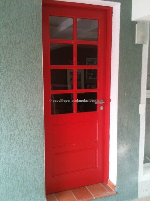 Porta maciça com visores de vidro, pintura de laca P.U vermelho fosco (Sayerlack) - Ecoville Portas Especiais