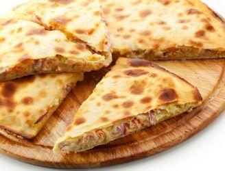 Calzone z tuńczykiem i sosem serowym | Blog kulinarny - oryginalne przepisy oraz porady kulinarne