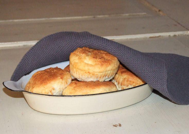 Cocos Mjöl Fairtrade, 1000 g Ja jag har nog fått lite dille på bullbak sista tiden! Men det kan verkligen vara så jäkla gott med ett par smaskiga frukostfrallor på morgonen, så jag drog till med ett gäng bullar idag. Ett av mina gamla trogna favoritrecept levererade som vanligt, GOTT! :)Recept på LCHF frukostbullar:3 ägg2...