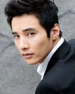Happy 40th birthday to the actor Kim Do-jin (Won Bin).   * He first gained wide popularity in 2000 after starring in the KBS's television series Autumn in My Heart. He's one of the most selective actors in the Korean entertainment industry.