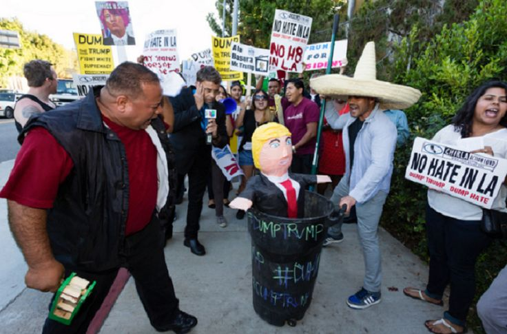 NO JOKE: This Private Grassroots Organization Paying People $2,500/Month To Protest Donald Trump! - http://www.ratchetqueens.com/grassroots-organization-paying-people-2500-dollars-month-protest-donald-trump-job.html