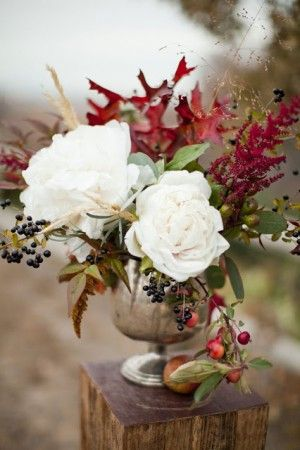 Beautiful fall flowers by Sarah Winward | photo by Jessica Peterson via The Sweetest Occasion