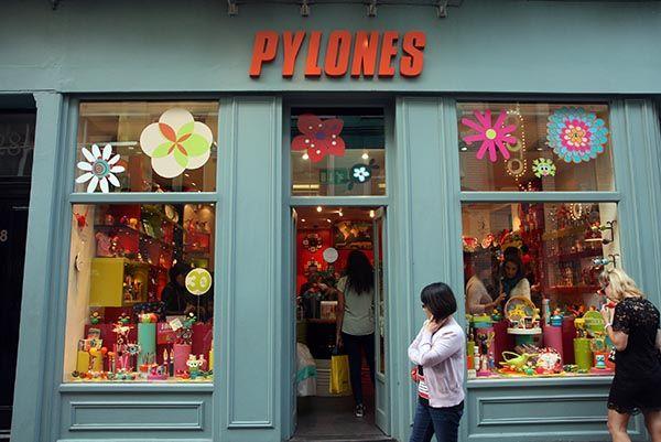 Pylones in Carnaby Street http://www.londonshoppingclub.com?utm_content=buffere9508&utm_medium=social&utm_source=pinterest.com&utm_campaign=buffer Las mejores tiendas de Londres