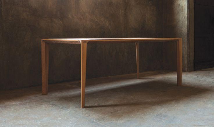 Der Funktionale Esstisch Aus Holz Begeistert Mit Einer Schlichter Form Und  Warmer Farbe. Lassen Sie Sich Vom Edlen Möbelstück Im Skandinavischen Stil