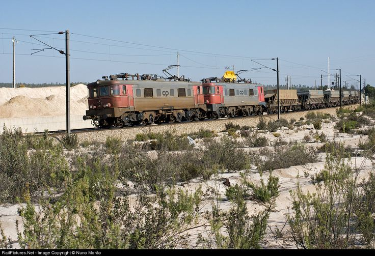 RailPictures.Net Photo: 2560 CP Portugal CP 2500 series [Groupement 50 Hz] at Casal Ventoso (Setúbal), Portugal by Nuno Morão