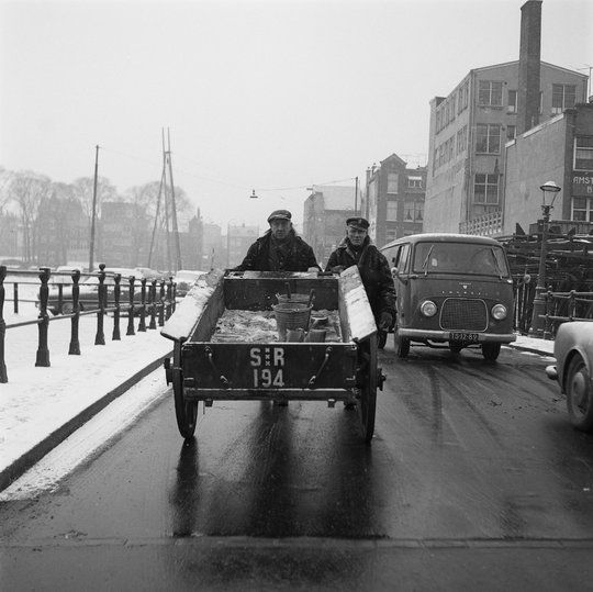 1963. Two employees of the Amsterdam municipal sanitation service (Stadsreiniging) with a push cart on a street in Amsterdam. Photo Stadsarchief Amsterdam / Nico Stam. #amsterdam #1963 #Stadsreiniging