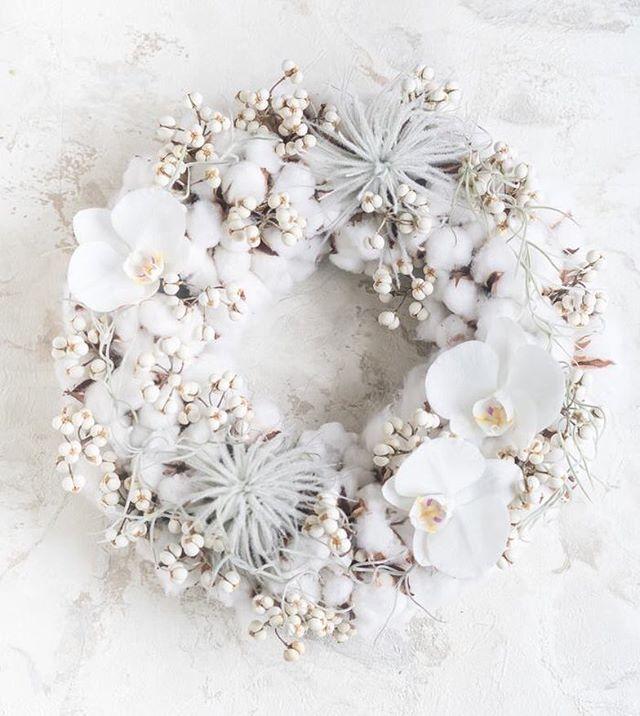 パリではお花を束ねるのは「#フローリスト の仕事」なのですが #ノエル の時期、#リース や#ツリー は花屋で#モミの木 を買い、家族みんなで飾り付けをするようです。  #花束 #gift #贈り物 #florist #fleuriste #花屋 #paris #결혼식 #パリ #파리 #16eme #bouquet #ブーケ #wedding #mariage #結婚 #결혼식 #芦屋 #青山 #victorhugo #art #芸術 #예술  #guaxs #レッスン #lesson n