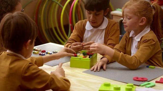 """Tecnoneo: Los innovadores """"Braille Bricks"""" ayudan a los niños ciegos aprendiendo a leer Braille mientras juegan"""