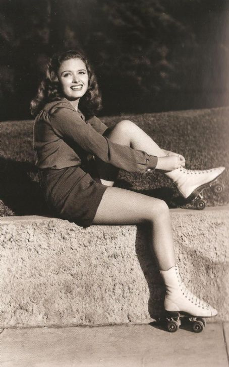 Donna Reed looking adorable in roller skates. #vintage 1940s