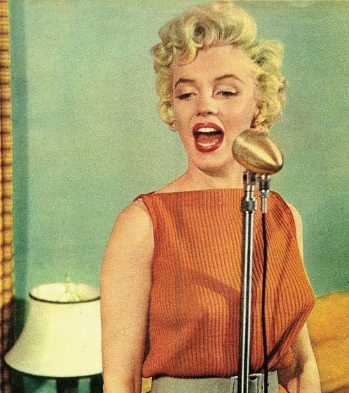 1954. A singing lesson with Marilyn. Even microphones looked better in the 50s: John Florea, Marilyn Monroe, Color, Singing Lesson, Marilynmonroe, Standard Jeane, Marylin Monroe, People