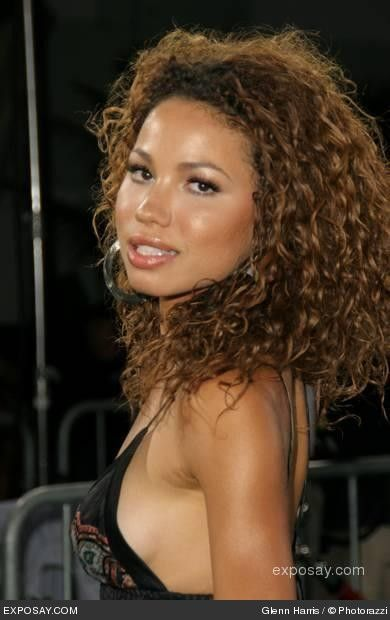 I wish I could have wild curly hair like this.