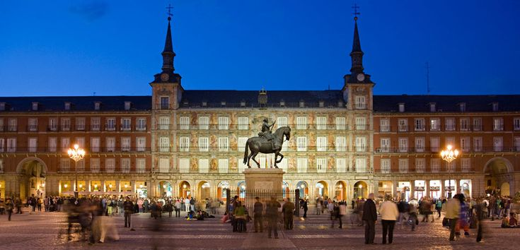 Plaza Mayor - Madrid, España. Edificio civil