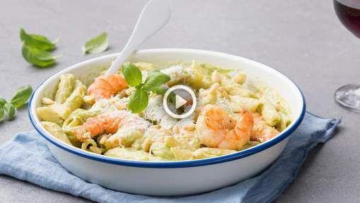 Pesto van basilicum hebben we al vaak genoeg gegeten, maar van broccoli? Dat is een heel andere verhaal. Door de zachtheid van de broccoli krijg je ...