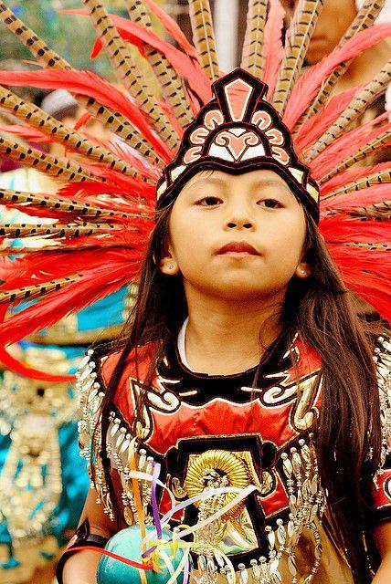 Cuando nacía un niño azteca las celebraciones se prolongaba durante varios días, en los que los astrólogos comprobaban que día podía ser favorable para darle el nombre al recién nacido.