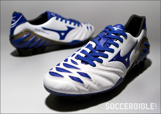 Mizuno Wave Ignitus 2 Football Boots - http://www.soccerbible.com/news/football-boots/archive/2012/10/23/mizuno-wave-ignitus-2-football-boots-pearl-blue-black.aspx