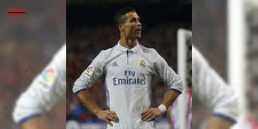 Madrid derbisine Ronaldo damgası : La Liga 12. hafta maçında Real Madrid Atletico Madridi Ronaldonun golleriyle 3-0 mağlup etti  http://www.haberdex.com/spor/Madrid-derbisine-Ronaldo-damgasi/89259?kaynak=feeds #Spor   #Madrid #Ronaldo #Atletico #goller #mağlup