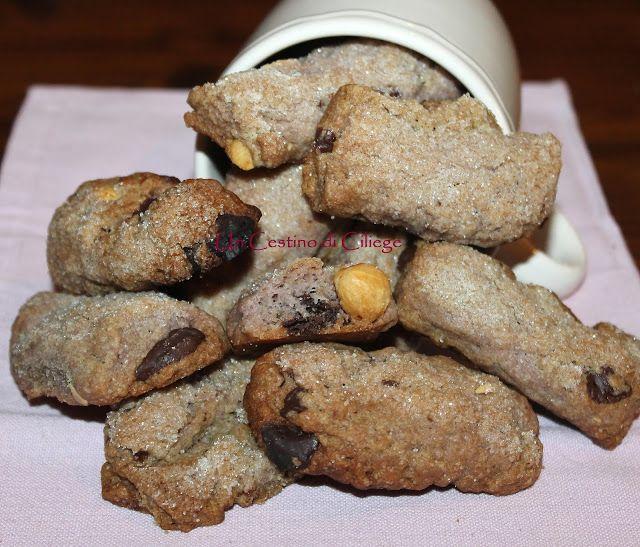 Un cestino di ciliege: Biscotti Rustici al Vino Rosso Nocciole e Cioccola...