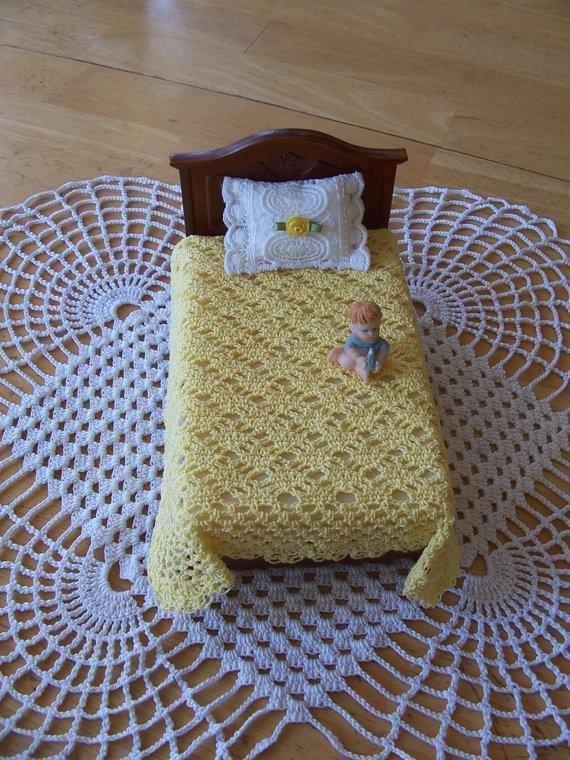 Miniature Crochet Dollhouse   Bedspread/Duvet in by picotlace60, $19.99