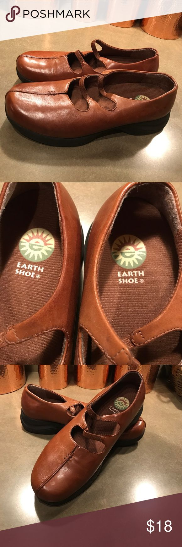 Earth Shoe Brand Women's Leather Mary Jane Shoe Earth Shoe Brand Women's Leather Mary Jane Style Shoe. Except for a few small scuff marks (see photos), these shoes are in good condition.  Details include hand stitching on top front with a little 'v' above that, as well as two elasticized straps to go across the top of the foot. Earth Shoe Shoes Flats & Loafers