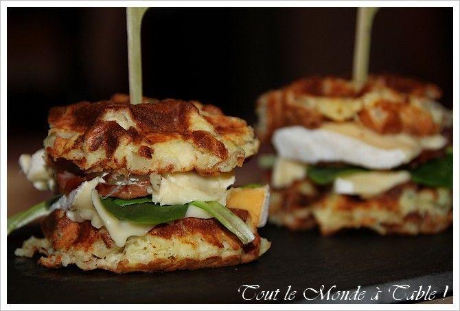 Hamburger franc-comtois (gaufre de pommes de terre , Mont d'Or ,saucisse de Morteau)