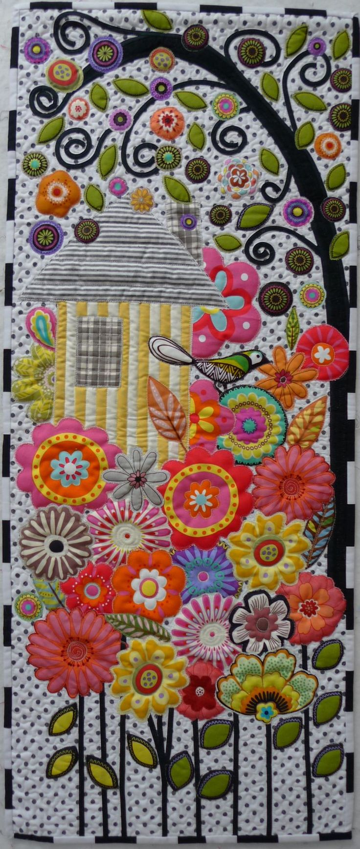 applique birdhouse quilt - so pretty. Looks like it would be fun to make :)
