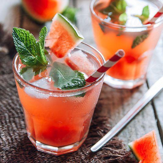 Cocktail melon d'eau, vodka, Aperol------------------------------------Photo: Natasa Mandic|Stocksy