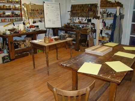 laboratorio dove si svolge il corso di restauro e lucidatura-artedelrestauro.it