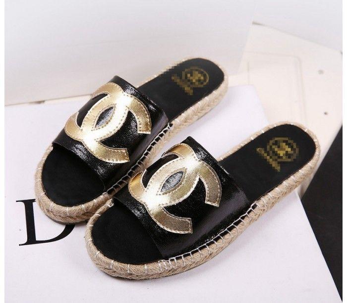 Модые тапочки на лето для женщин Chanel, черные, кожаные, с логотипом.